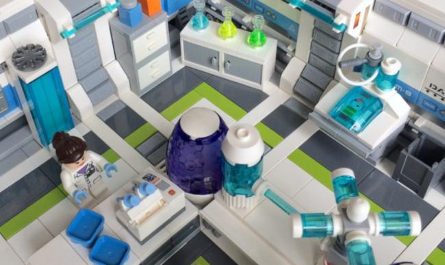 "Paul Hartzog - Lego ""Genetic Experiments Lab"" Modular Diorama - CC-BY-SA"